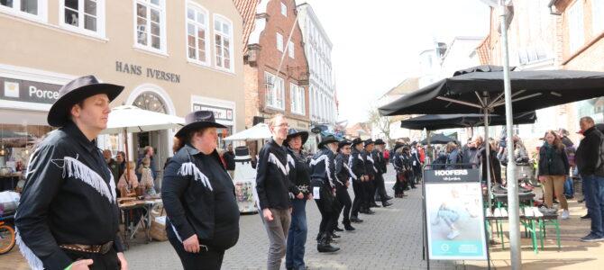 Gågaden i Tønder: Linedance-træf lavede opvisning