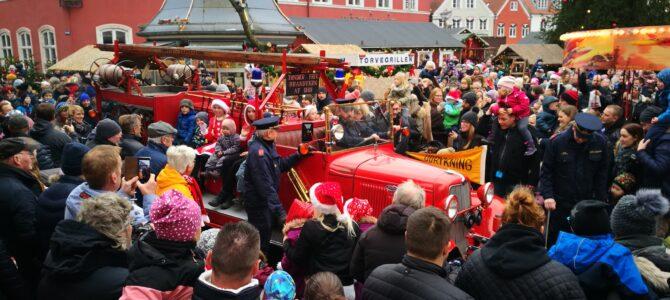 SE FOTOS: Julebyen Tønder fik vækket julemanden