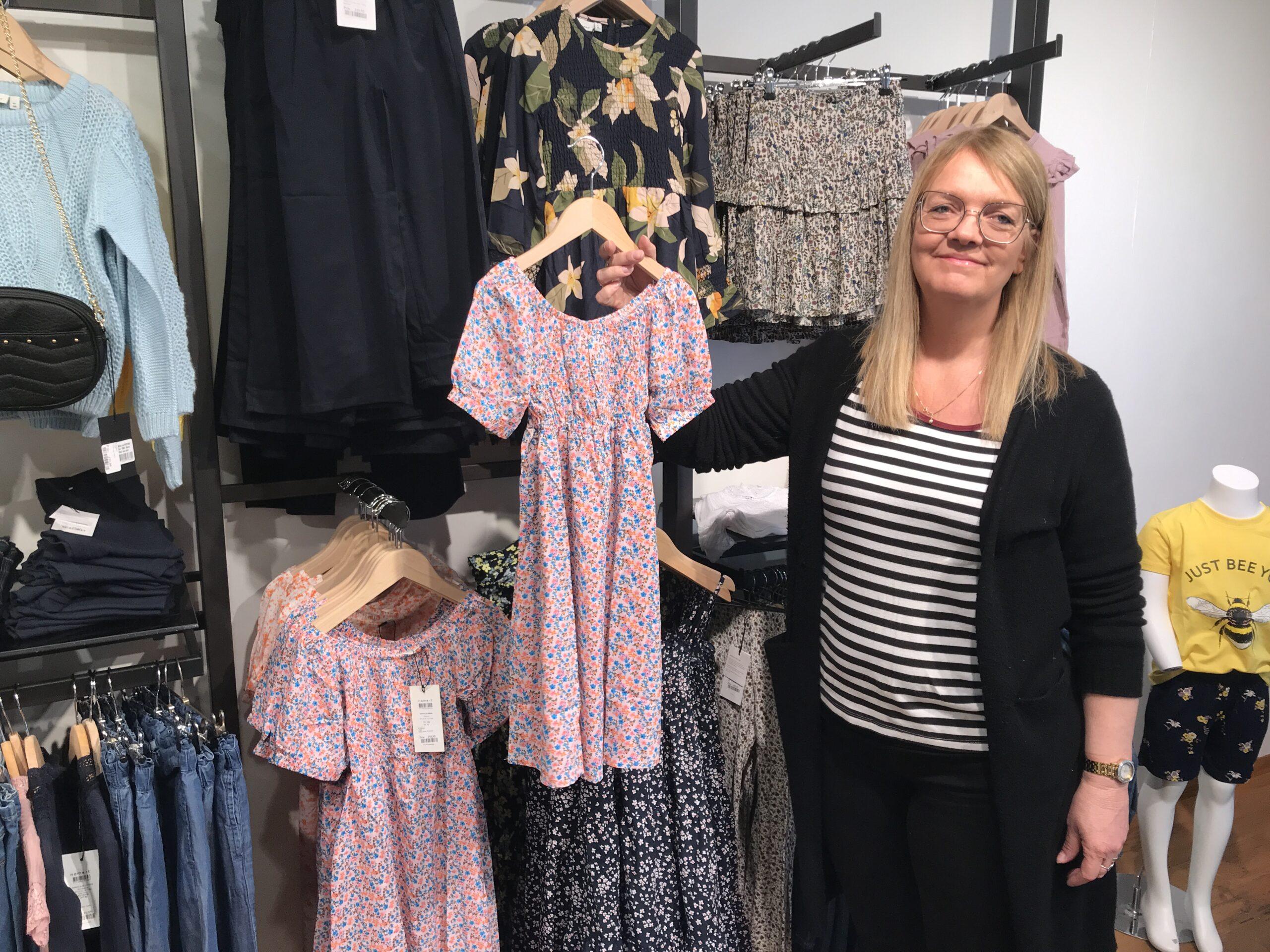 KIDZbyC fejrede første fødselsdag på gågaden i Tønder: – Der er bare brug for en børnetøjsforretning